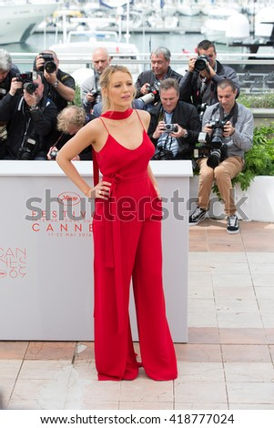 CANNES, FRANCE - MAY 11: Blake Lively attends the 'Cafe Society' photocall during the 69th annual Cannes Film Festival at Palais des Festivals on May 11, 2016 in Cannes, France