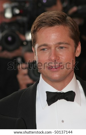 CANNES, FRANCE - MAY 24: Brad Pitt   attends the premiere for the film 'Ocean's Thirteen' at the Palais des Festivals during the 60 International Cannes Film Festival on May 24, 2007 in Cannes, France