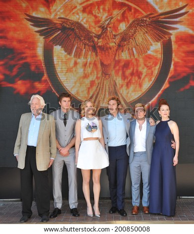 "CANNES, FRANCE - MAY 17, 2014: LtoR: Donald Sutherland, Liam Hemsworth, Jennifer Lawrence, Sam Claflin, Josh Hutcherson & Julianne Moore at photo call for ""The Hunger Games: Mockingjay - Part 1"" - stock photo"