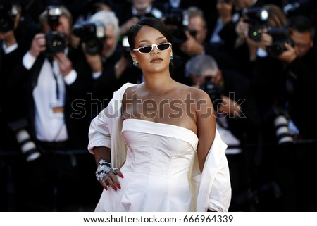 CANNES, FRANCE - MAY 19: Singer Rihanna attends the 'Okja' photo-call during the 70th Cannes Film Festival on May 19, 2017 in Cannes, France.