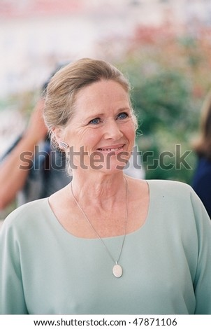 CANNES - MAY 9: Actress Liv Ullmann  arrives  Jury Photo Call at the 54th International Film Festival on May 9, 2001 in Cannes, France