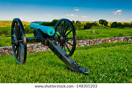 Cannon and battlefields in Antietam National Battlefield, Maryland.