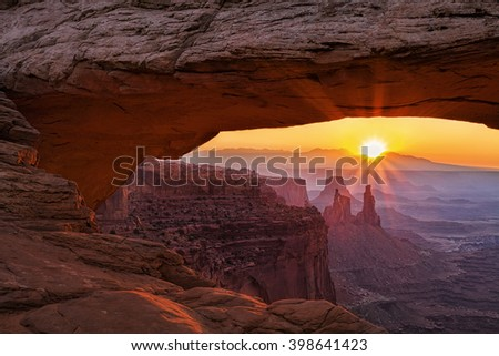 Canyonland's Mesa Arch at sunrise
