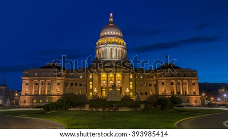 Capital building of the State of Idaho at night