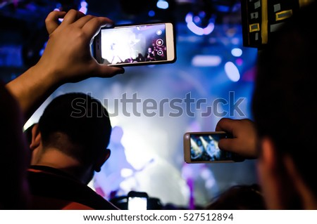 Capture video at a concert at the camera in a bright spotlight lamps