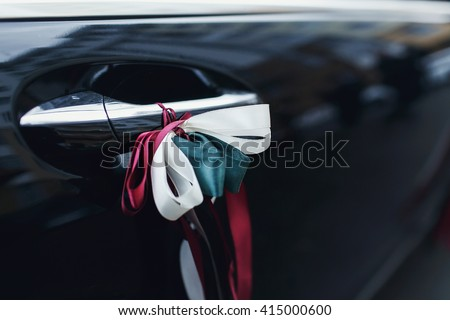 Car door handle with red, white and green ribbons
