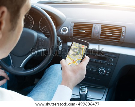 Car driver using a gps mobile app for traveling