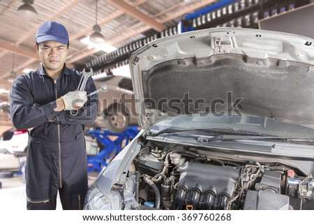 Car mechanic cross arm holding tool for maintaining car at auto repair shop