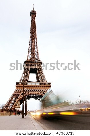 car speed front of eiffel tower
