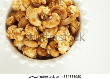 Caramel and cashew nut pop corn