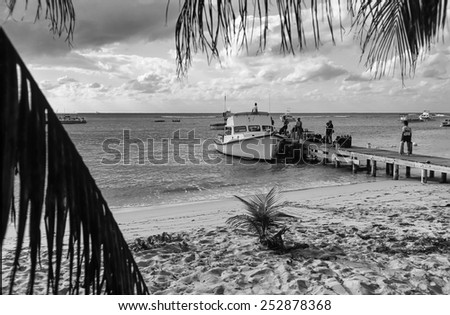 Caribbean Sea, Cayman Islands, Grand Cayman, divers boarding on a diving boat - FILM SCAN - stock photo
