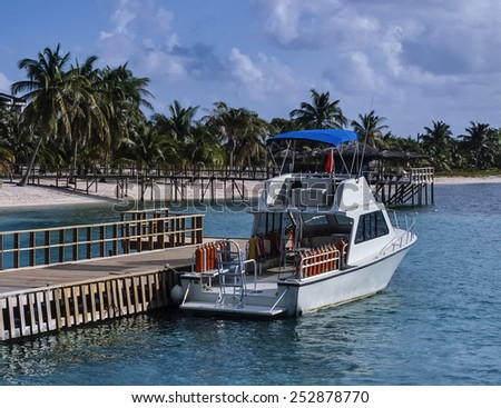 Caribbean Sea, Cayman Islands,Grand Cayman, view of a diving boat and the beach - FILM SCAN - stock photo