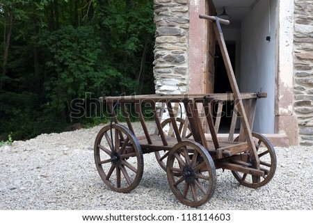 carriage cart before breakage house
