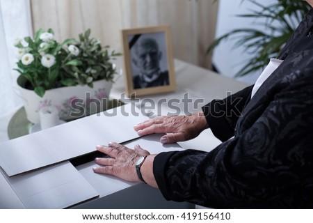 Carton box with keepsakes of a dead husband - stock photo