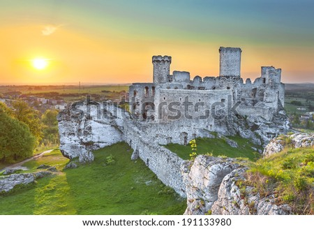 Castle at sunset, Ogrodzieniec fortifications, Poland.