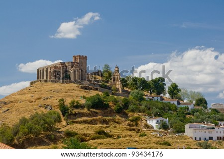 Castle that raise Aracena's city, placed in the mountain range of the same name.