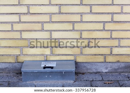 Catch rat trap box against a wall