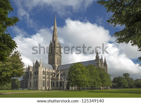 Cathedral of Salisbury on a summer's day