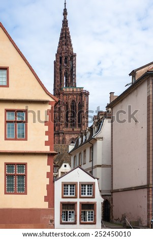 Cathedrale Notre Dame de Strasbourg, historic houses and bridges in the district of La Petite France in Strasbourg - stock photo