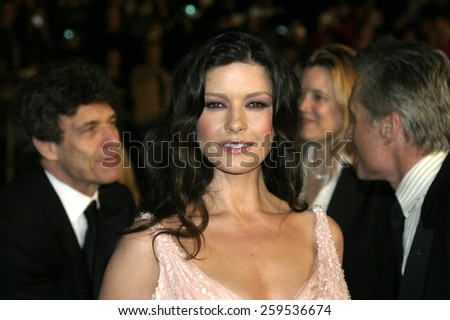 """Catherine Zeta-Jones at the """"Ocean's Twelve"""" Los Angeles Premiere held at the Grauman's Chinese Theater in Los Angeles, California, United States on December 8, 2004. - stock photo"""