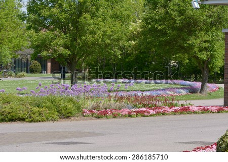 Suburban Home Flower Garden Front Yard Stock Photo 155594576