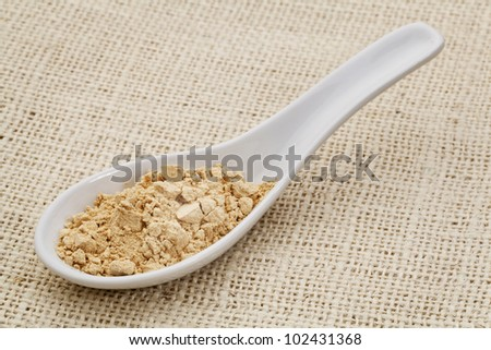 ceramic tablespoon of mac root powder