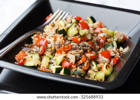 Cereal salad with vegetables