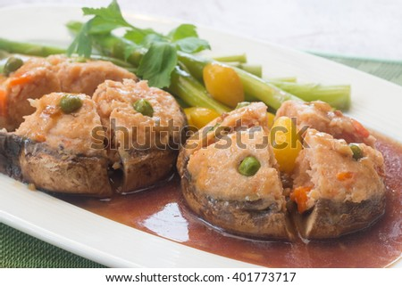 champignon with mixed shrimp meat poured sweet red sauce.