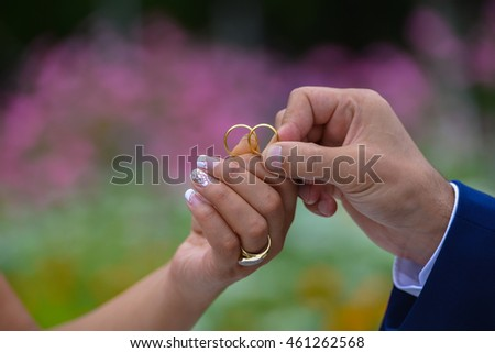 Changing rings, Wedding ceremony.