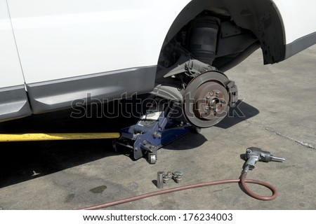 Changing wheel on a car