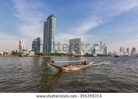 Chao Phraya river  Bangkok  Thailand   December 26, 2015  :   people travelling by express boat in Chao Phraya river