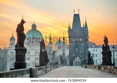 Charles Bridge (Karluv Most) and Lesser Town Tower scenic view at sunrise, Prague, Czech Republic, Europe