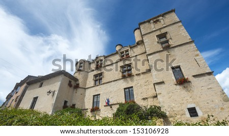 Arnoux chateau france gay