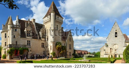 Chateau des Milandes is a fine example of Renaissance architecture and Gothic Revival. This is a small castle in the commune of Castelnaud-la-Chapelle.