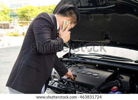 check the oil level in car engine