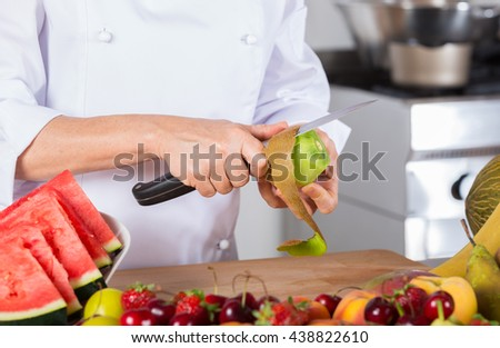 Chef cutting a delicious kiwi acid