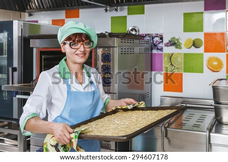 Chef woman with pie