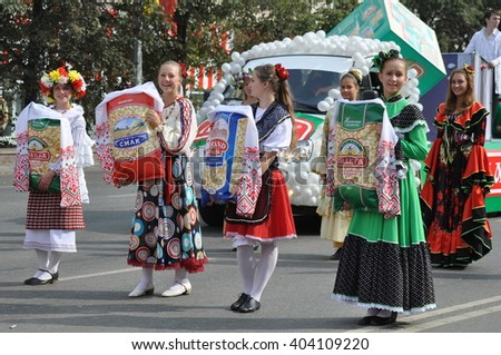 CHELYABINSK,RUSSIA - SEPTEMBER 3,2011: carnival procession in honour of the city of Chelyabinsk on the main street of the city