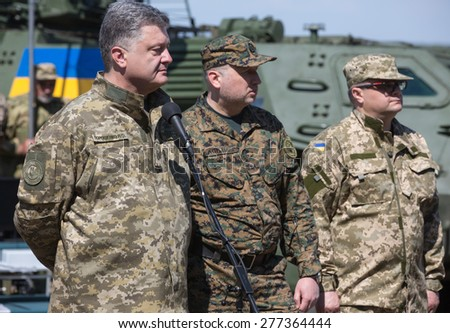 "CHERNIHIV REG, UKRAINE - May. 11, 2015: President of Ukraine Petro Poroshenko, examines the latest weapons in the Ukrainian army training center of the Land Forces of the Armed Forces ""Desna"" - stock photo"