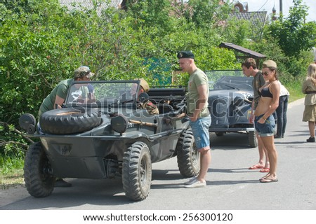 """CHERNOGOLOVKA, MOSCOW REGION, RUSSIA - JUNE 21, 2013: Stop military retro cars on the road, the 3rd international meeting of """"Motors of war"""" near the city Chernogolovka, Moscow region - stock photo"""
