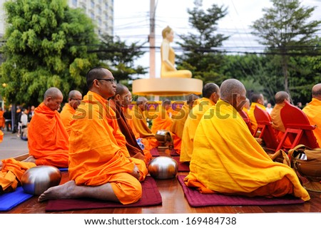 CHIANG MAI THAILAND-DEC. 28 : International Alms Offering to 10,000 monks, Unidentified monks wait the auspicious to walk to the public alms. at Chang Klan Rd. on Dec. 28,2013 in Chiangmai,Thailand