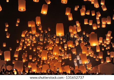 CHIANG MAI THAILAND - NOVEMBER 24 : Yee Peng festival, Buddhist floating lanterns to the Buddha. Nov 24,2012 in Sansai district, Chiang Mai, Thailand.
