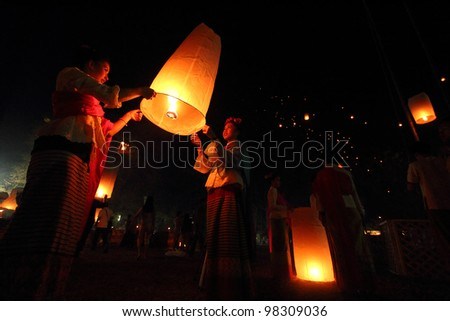 CHIANGMAI THAILAND - FEB 12: Unidentified beautiful thai girls floating lamp in san-sin-tin-tra-karn festival on February 25, 2012  in Chiangmai, Thailand.