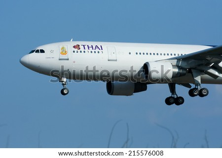 CHIANGMAI , THAILAND - JANUARY 7 2009: HS-TAM Airbus A300-600 of Thaiairway. Landing to Chiangmai airport from Bangkok Suvarnabhumi.