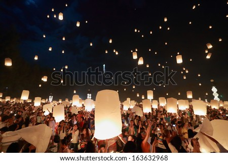 CHIANGMAI,THAILAND- NOV 16:People release sky lanterns to worship Buddha's relics in Yi Peng festival on November 16,2013 in Chiangmai,Thailand. This festival occurs every the 12th full moon month.