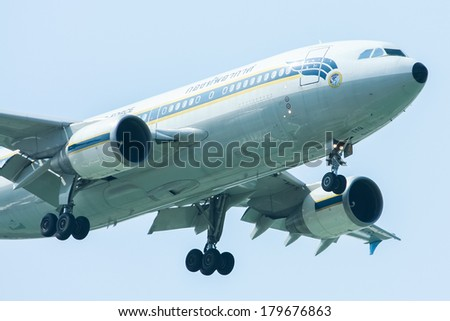 CHIANGMAI ,  THAILAND �NOVEMBER  19  2010: HS-TYQ  Airbus A310-300 of Royal Thai Air force.  Landing to Chiangmai  Airport.