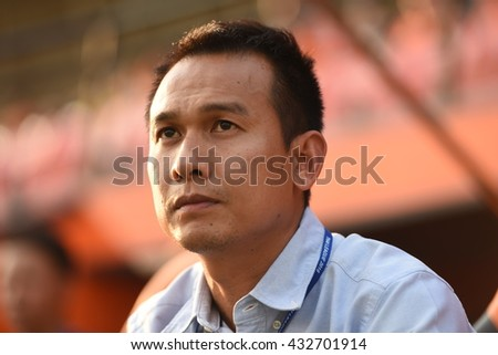 CHIANGRAI,THAILAND-MAY7:Manager Teerasak Poon of CHIANGRAI Utd on during Thai Premier League 2016 Playoff CHIANGRAI Utd and Muangthong Utd at United Stadium on MAY 7,2016 in CHIANGRAI,Thailand