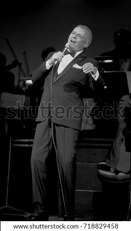 Chicago Illinois, USA, 10th September, 1986 Frank Sinatra performs at the reopening of the Chicago Theater. The reopening marked the culmination of a four-year preservation effort