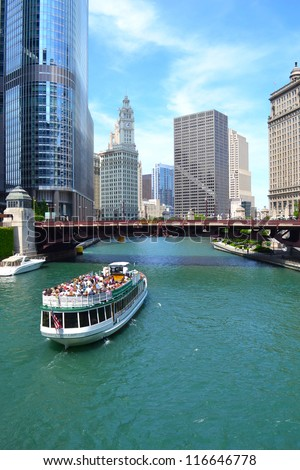 CHICAGO - JUNE 14: Chicago's First Lady, a Chicago River cruise boat, travels towards Lake Michigan during a 75-minute guided architectural tour on June 14, 2011. Chicago - stock photo