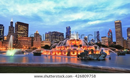 Chicago skyline and Buckingham Fountain at dusk